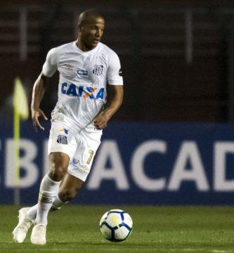 Uruguaio defende Bryan Ruiz no Santos